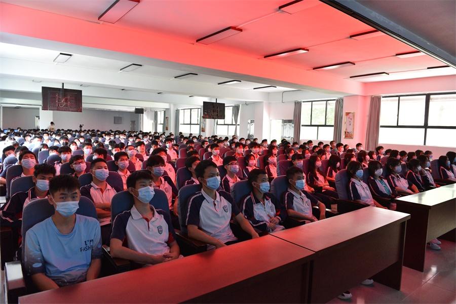 王瑞军书记思政课专题报告我院学生分会场2.JPG