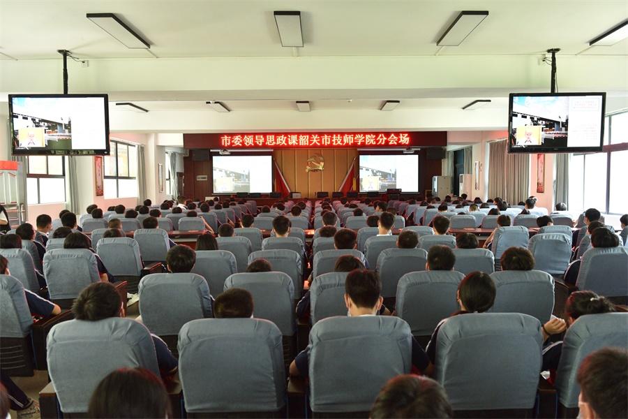 王瑞军书记思政课专题报告我院学生分会场3.JPG