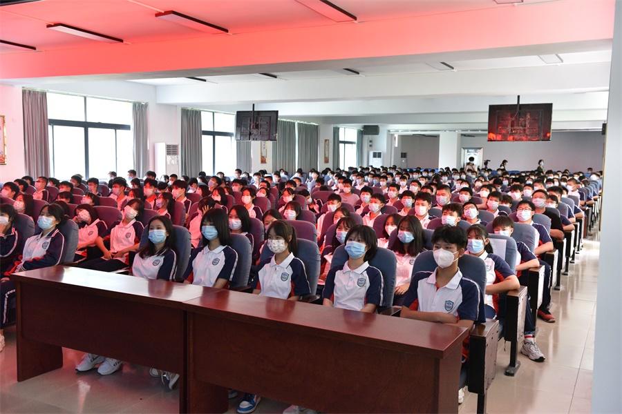 王瑞军书记思政课专题报告我院学生分会场1.JPG
