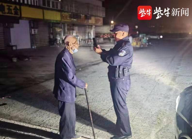 重阳节当天深夜,一老人独自在阜宁城北大桥徘徊...
